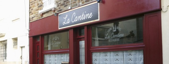 La Cantine-Restaurant-création graphique-marquage-adhésif-vitrine-et-enseigne-agence-contraste-communication-sables-d-olonne-vendée